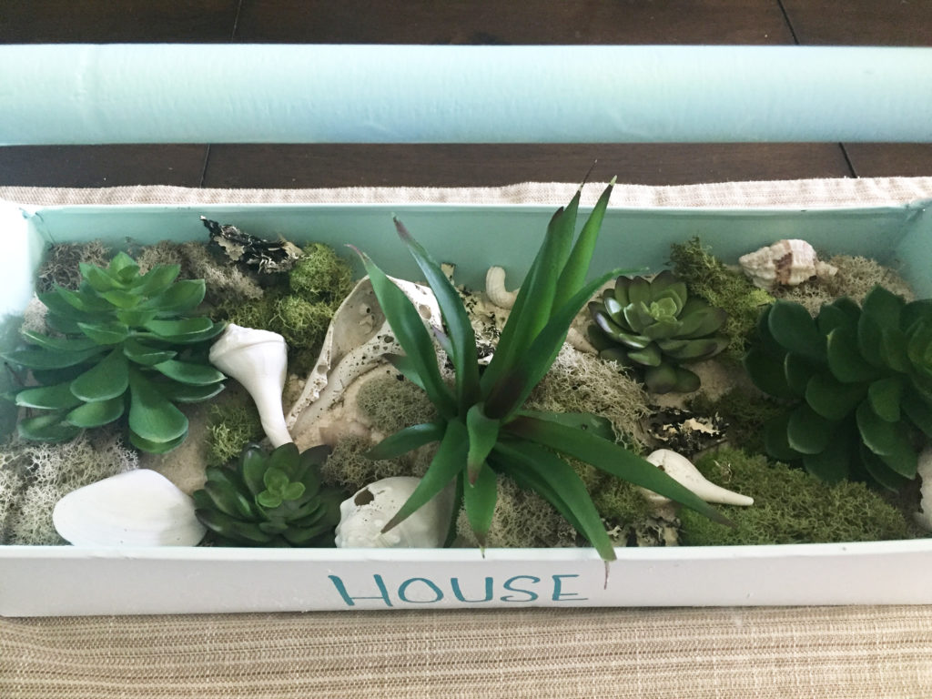 Once I was happy with how that looked, I added moss and some shells from my extensive collection and viola....here is how it looks.